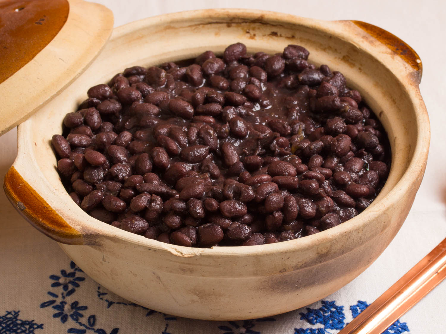 Mexican beans with spicy avocado